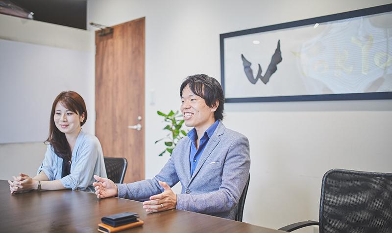 取締役CFO 経営戦略統括局長 田嶋康弘さんと経営戦略統括局 人事・法務グループ 市野由夏さんの写真